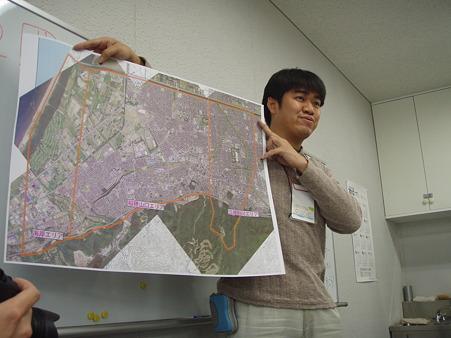 本日のリーダー姫田さん。調査場所を海岸エリア、稲穂山口エリア、三樽別川エリアでチーム分けして調べます。